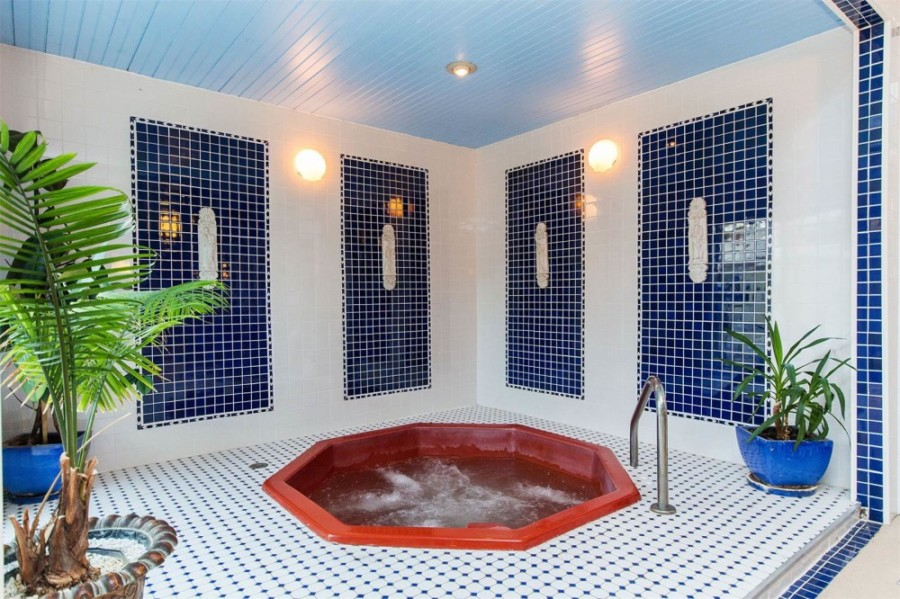 Whirlpool - Indoor Pool - Copperhood Retreat & Spa, Catskill Mountains, New York
