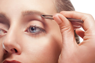 The most popular methods of brow shaping are threading, waxing and tweezing. So which is the best and the most effective method?