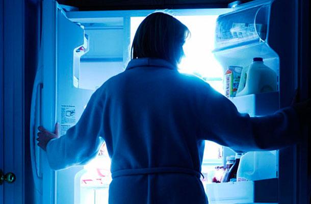 3 Reasons You Keep Overeating At Night